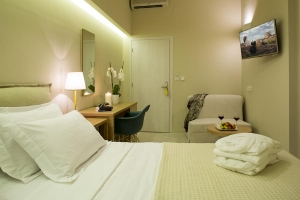 Deluxe Triple Room, Athena hotel: Nafplion hotels rooms old city square